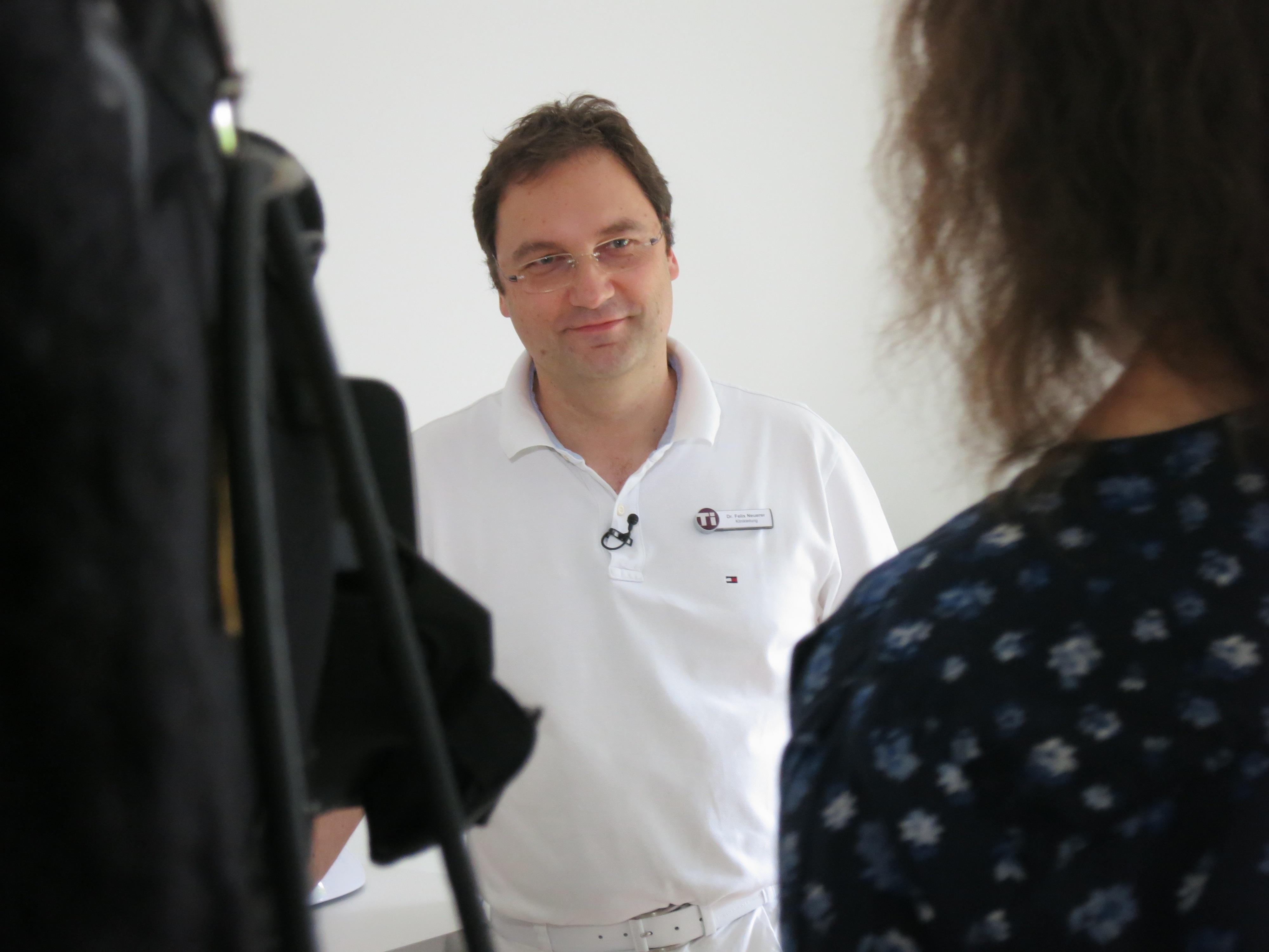Klinikchef Dr. Felix Neuerer Im Gespräch Mit Dem BR.